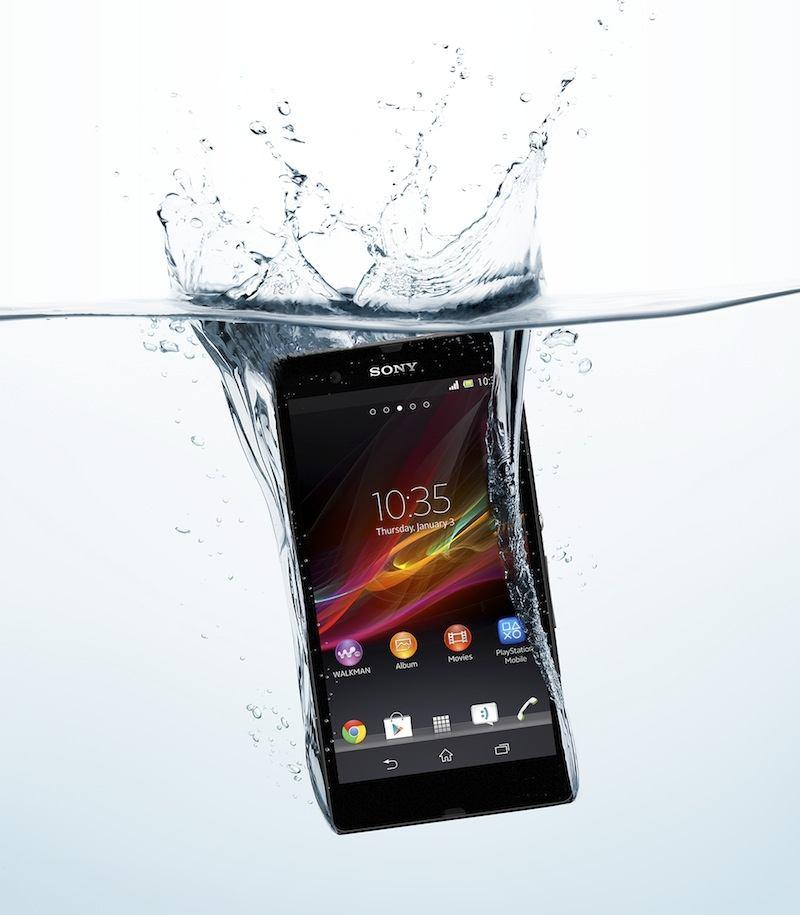 Sony utiliza modelos en el ba�o para promover impermeabilidad Xperia Z