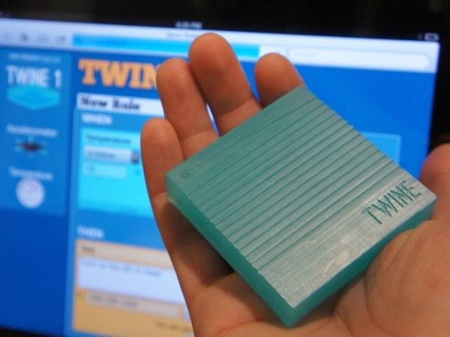 Twine: dispositivo para mediar en la comunicaci�n entre el usuario y los objetos de su casa