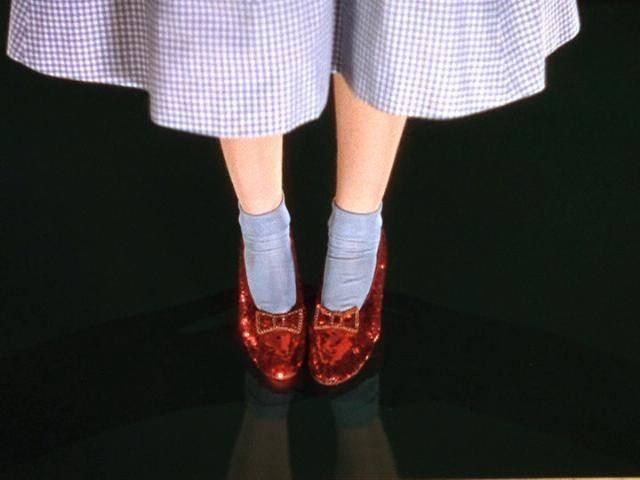 Diseñador crea calzado con GPS inspirado en 'El mago de Oz'