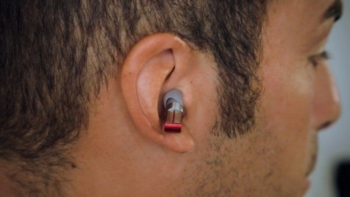 Auricular inalámbrico impresiona con tamaño y comandos de voz