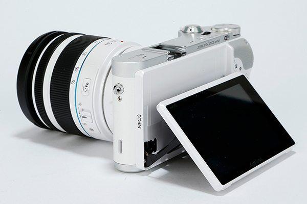Samsung lanza nueva NX300M, cámara con pantalla giratoria