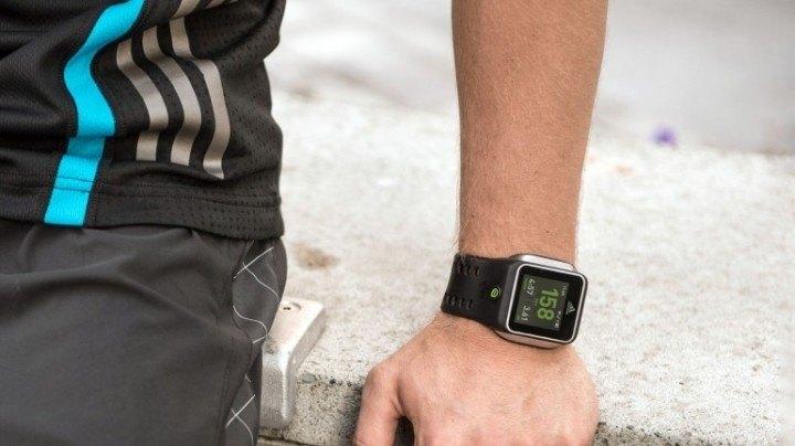 Adidas lanza reloj inteligente con GPS y monitor de ritmo cardiaco