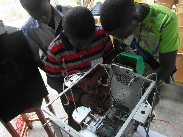 Fabrican la primera impresora 3D reciclada