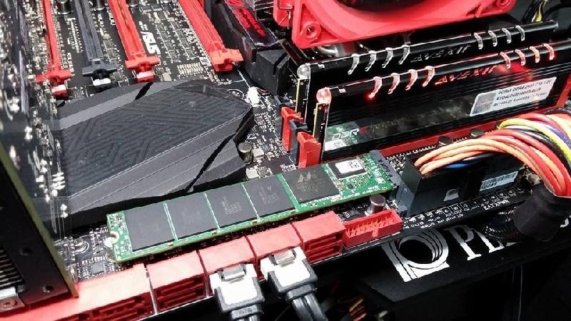 Plextor  revel� el nuevo SSD M7e