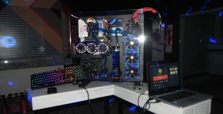 Thermaltake lanza Monster Gaming PC