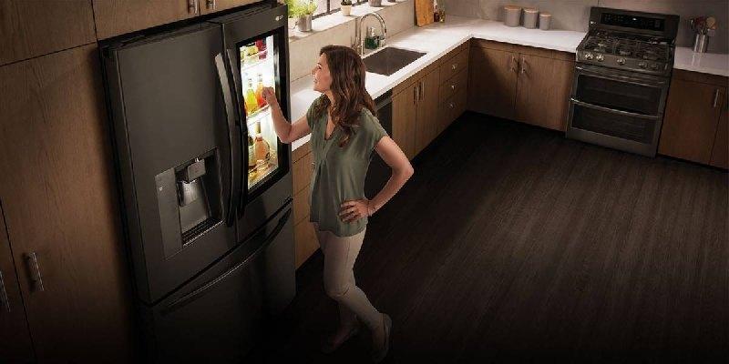 LG integra WebOS en su nueva nevera y ahora podrás ordenarle que haga la compra