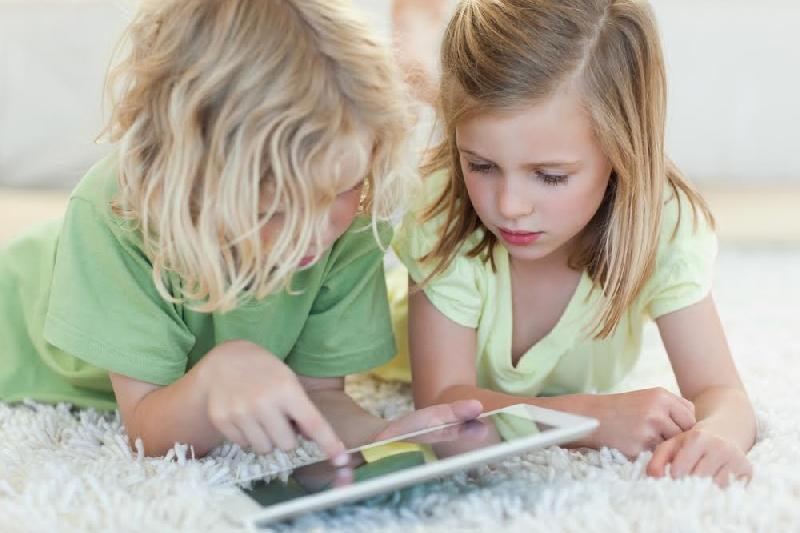 Trucos para que los niños no descarguen aplicaciones en el ...